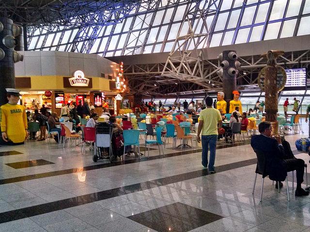 airport-foodcourt